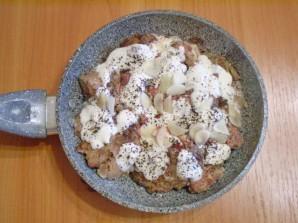 Печень, тушеная в сметане - фото шаг 5