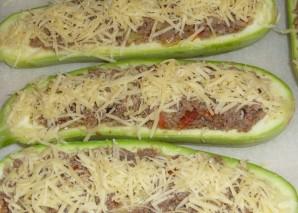 Лодочки из кабачков с овощами - фото шаг 7