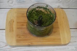 Зеленая аджика с грецкими орехами - фото шаг 7