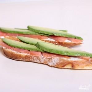 Сэндвич со слабосоленой семгой и авокадо - фото шаг 4