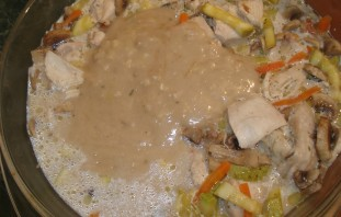 Кабачки с курицей и грибами - фото шаг 5