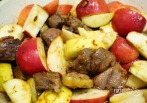 Утка, тушенная с черносливом и яблоком - фото шаг 2