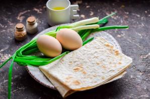 Пирожки из лаваша с яйцом и луком - фото шаг 1
