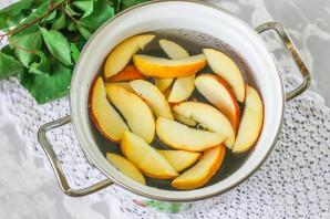 Компот из яблок и смородины - фото шаг 5