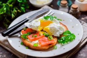 Бутерброды с красной рыбой и яйцом пашот - фото шаг 10