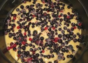 Пирог со смородиной в мультиварке - фото шаг 7