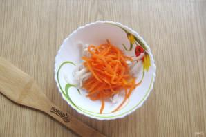 Салат с кальмарами и маринованным луком - фото шаг 9