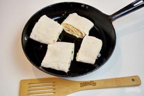 Жареный лаваш с колбасой и сыром  - фото шаг 7