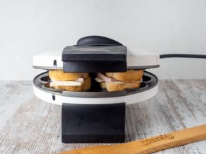 Бутерброды в вафельнице - фото шаг 5