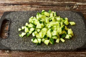 Салат с языком и сухариками - фото шаг 2