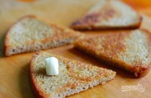 Гренки из черного хлеба с яйцом - фото шаг 2