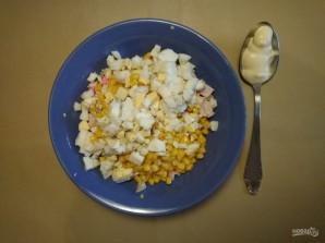 Салат с крабовыми палочками и макаронами - фото шаг 5