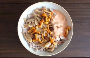 Салат с мясом и маринованными грибами - фото шаг 5