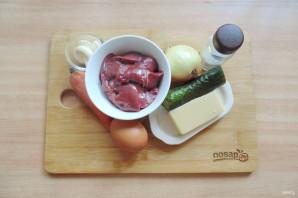 Салат с куриной печенью и маринованными огурцами - фото шаг 1
