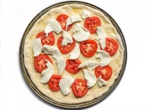 Пицца с томатами и моцареллой - фото шаг 6
