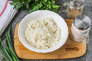 Салат с рисом и красной рыбой - фото шаг 2