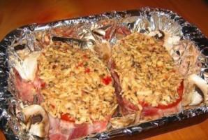 Свинина в духовке с грибами - фото шаг 3