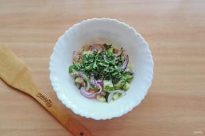 Салат с фасолью и огурцами - фото шаг 8