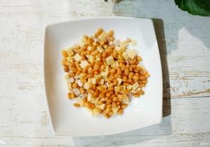 Салат с курицей, фасолью и сыром - фото шаг 2