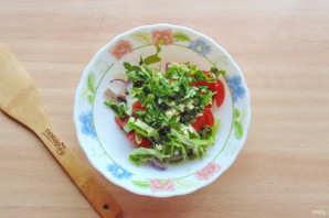 Салат с языком и черносливом - фото шаг 7