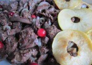 Печень с яблоками в духовке - фото шаг 7