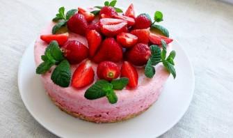Клубничный муссовый торт - фото шаг 5