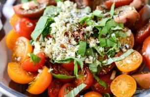 Салат из хлеба и помидоров - фото шаг 2