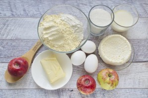 Кукурузный пирог с яблоками и рикоттой - фото шаг 1