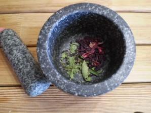 Чай из каркаде и мяты - фото шаг 2