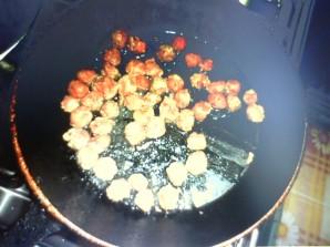 Паста с мясными шариками в нежном соусе - фото шаг 2
