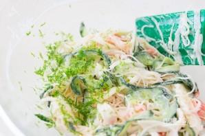 Пикантный крабовый салат - фото шаг 2