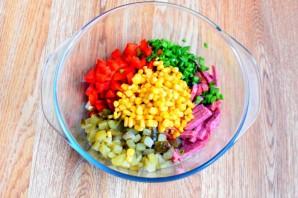 Блинный салат с колбасой - фото шаг 3
