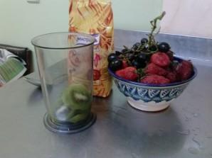 Вкусный клубничный смузи - фото шаг 1