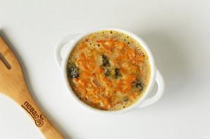 Морковная запеканка с черносливом - фото шаг 7