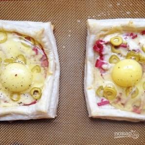 Слойки с яйцом, ветчиной и сыром - фото шаг 4