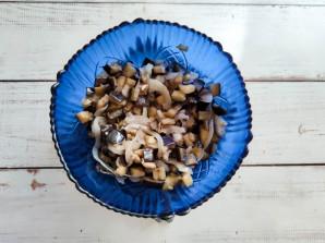 Салат из жареных баклажанов с майонезом - фото шаг 4