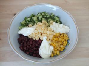 Салат с кириешками и огурцами - фото шаг 4