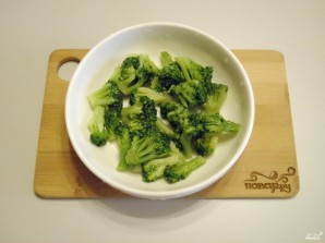 Салат с брокколи и крабовыми палочками - фото шаг 3