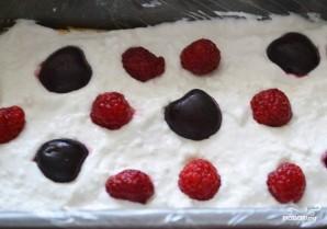 Слоеный торт с ягодами - фото шаг 3