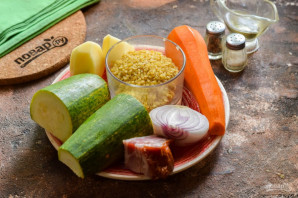 Суп с булгуром и кабачком - фото шаг 1
