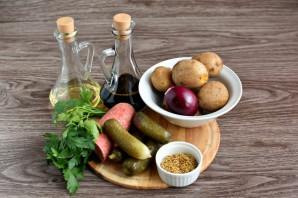 Немецкий салат с колбасой и солеными огурцами - фото шаг 1