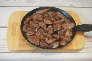 Куриная печень с грибами - фото шаг 6
