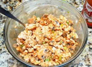 Перец, фаршированный курицей и грибами - фото шаг 1