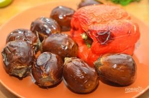 Салат из баклажанов с зеленью - фото шаг 2