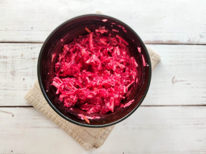 Копченый салат из свеклы