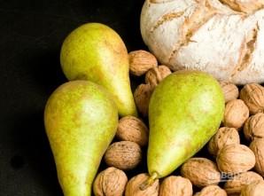 Брускетта с грушей, сыром и орехом - фото шаг 1