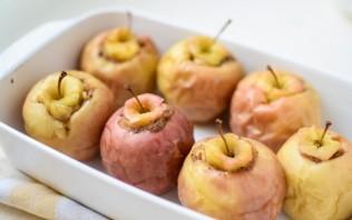 Запеченные яблоки с бананом - фото шаг 4