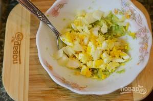 Рулетики из бекона с авокадо - фото шаг 2