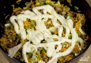 Салат с жареной печенью - фото шаг 13