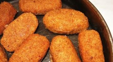Куриные котлеты с сыром внутри - фото шаг 5